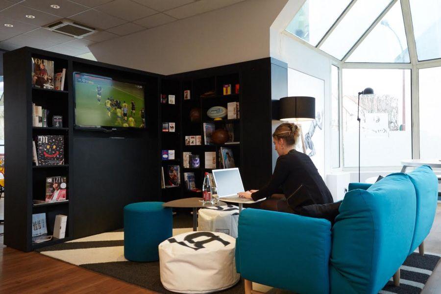 Hôtel Kyriad Paris Ouest Colombes - Coin TV