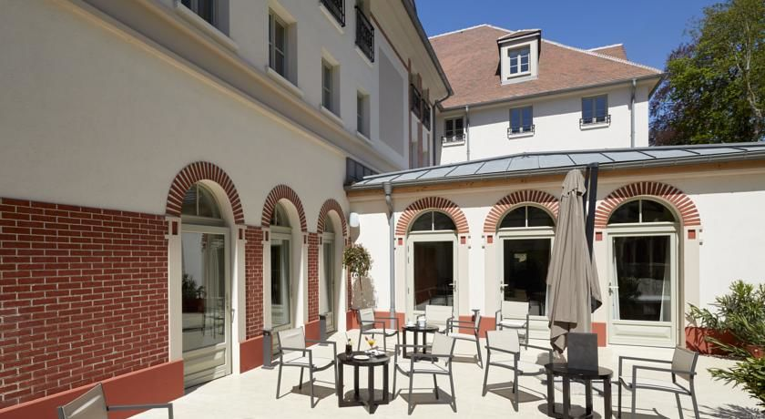 Castel Maintenon Hôtel Golf SPA Terrasse