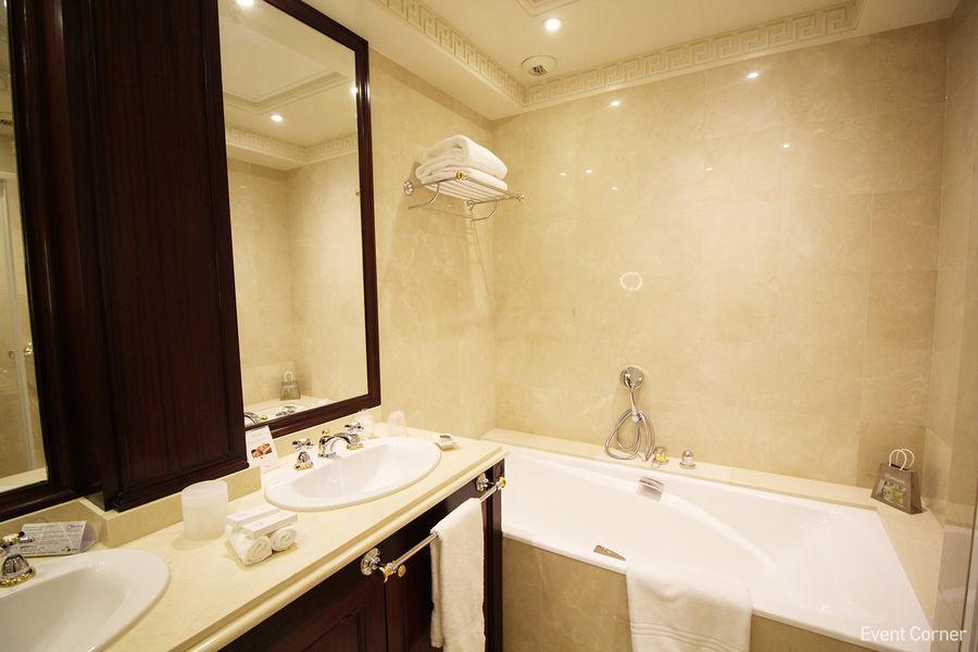 Hôtel Napoléon ***** Suite impériale - Salle de bain