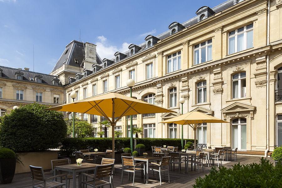Crowne Plaza Paris République **** Terrasse intérieure