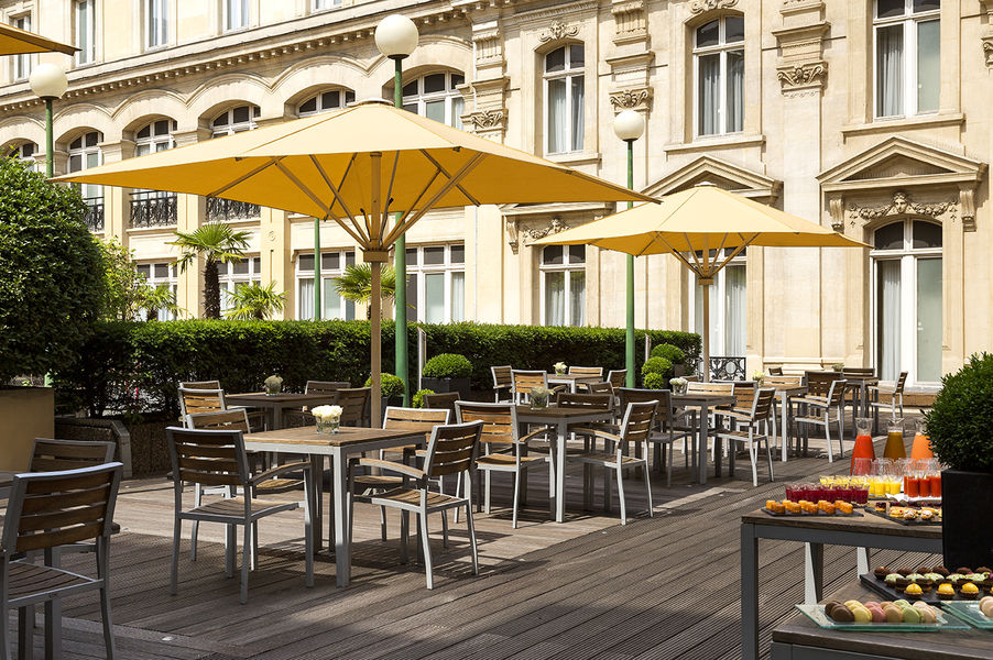 Crowne Plaza Paris République **** Pause gourmande sur la terrasse