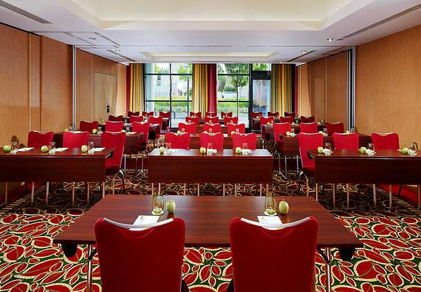 Courtyard by Marriott Paris Colombes **** Half Time 1+2