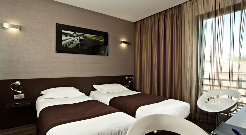 Grand Prix Hotel 17