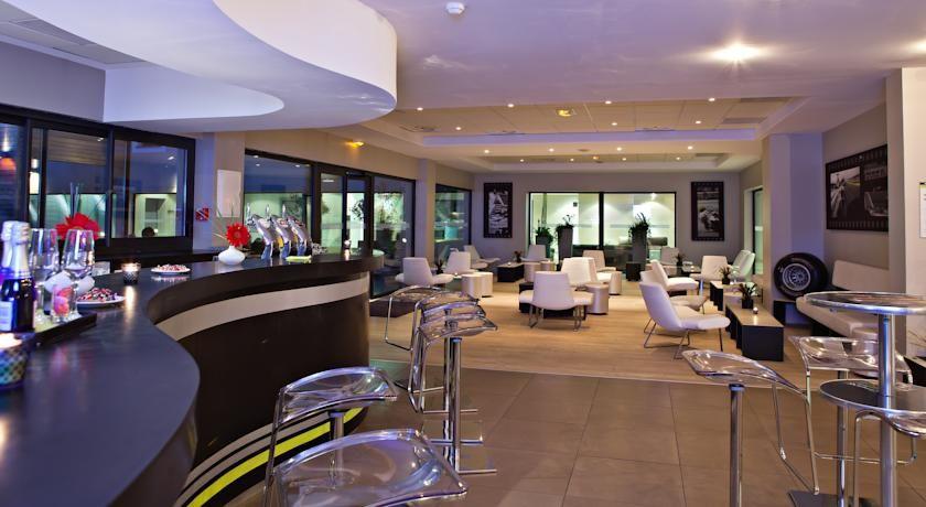 Grand Prix Hotel 19