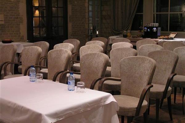 Best Western Hôtel Le Dauphin Le Spa Du Prieure **** Salle de séminaire