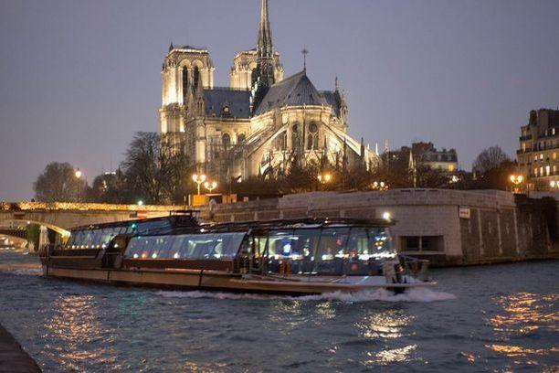 Bateaux Parisiens  15