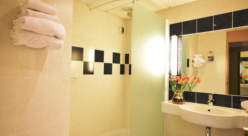 salle de bain merignac gallery of meuble de salle de bain. Black Bedroom Furniture Sets. Home Design Ideas