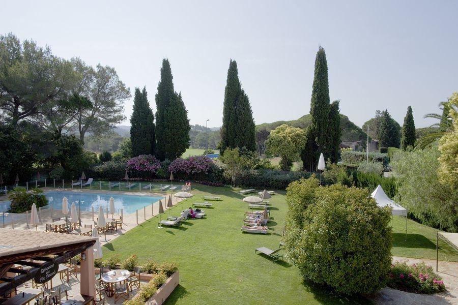 Najeti golf hotel de valescure jardin pisicne