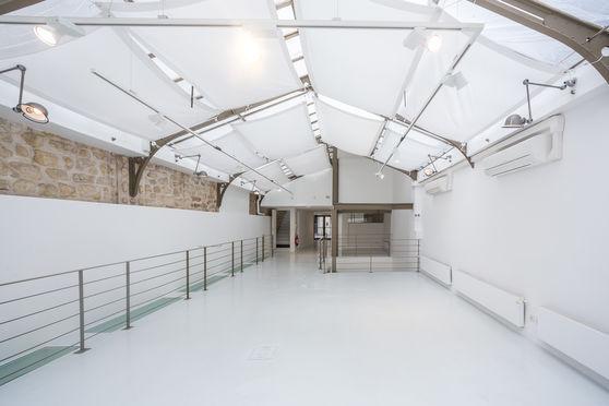 La lumière diffusée par la verrière de 80 m2 au rez-de-chaussée