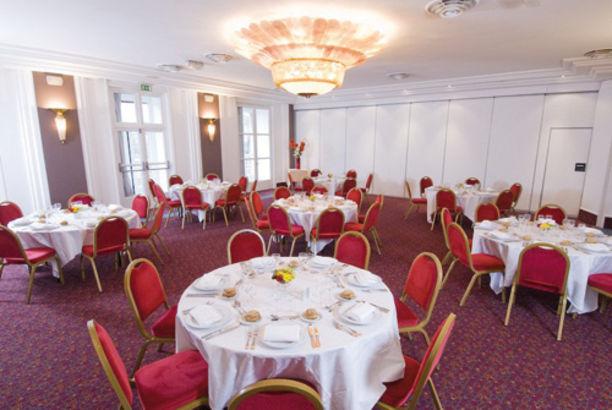 Les Salons du Relais Hôtel Paris Est 11