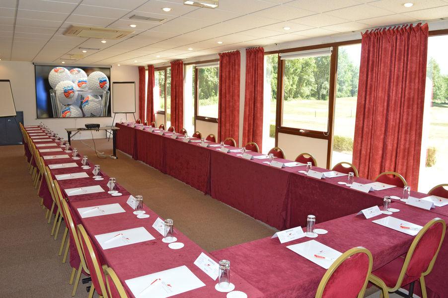 Golf Hôtel Charmeil Salle de séminaire
