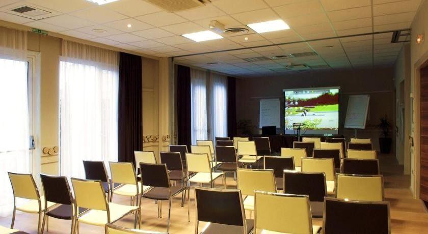 Kyriad Strasbourg Nord - Palais des congrès *** 10