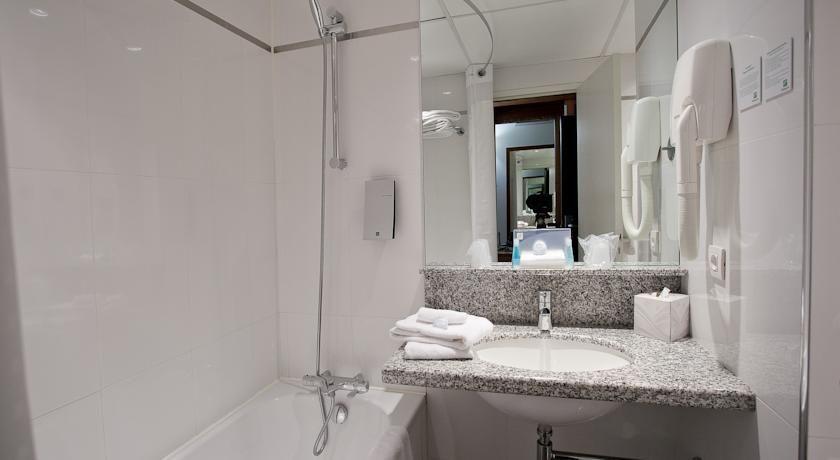 Holiday Inn Bordeaux Sud Pessac **** Salle de bain