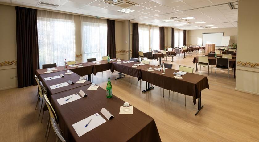 Kyriad Strasbourg Nord - Palais des congrès *** Salle de séminaire