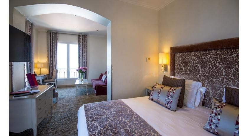 Hôtel La Pérouse **** 30