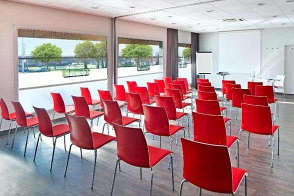 Ibis Strasbourg Aéroport Le Zénith *** Salle de séminaire