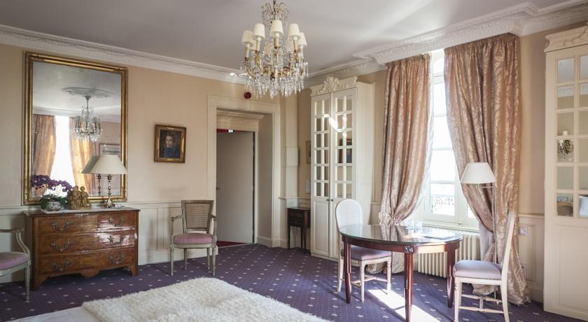 Chateau D'Apigne ***** 20