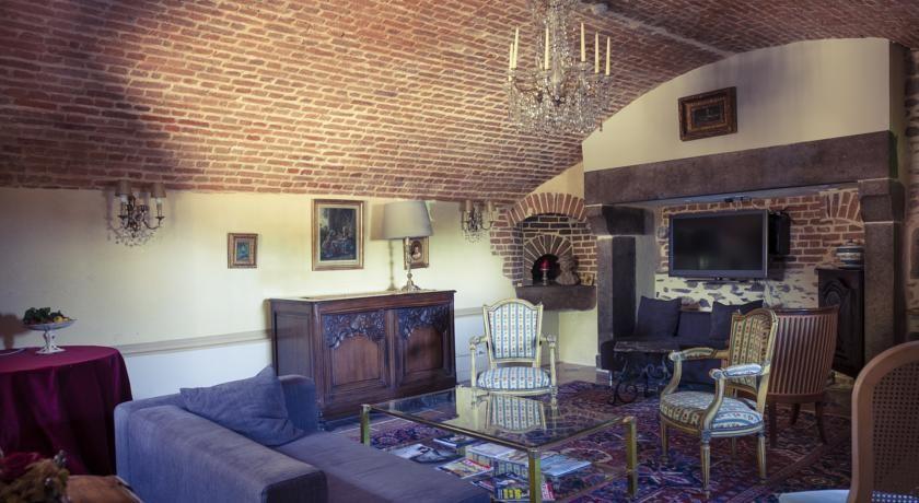 Chateau D'Apigne ***** 42