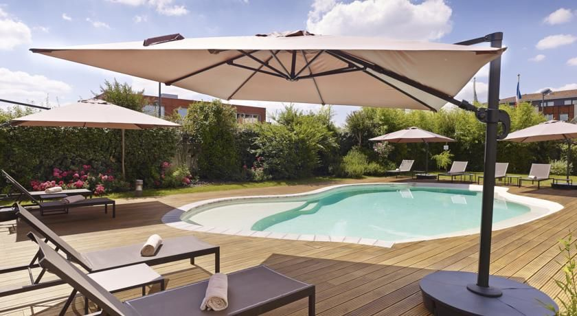Holiday Inn Express Toulouse Airport **** Piscine