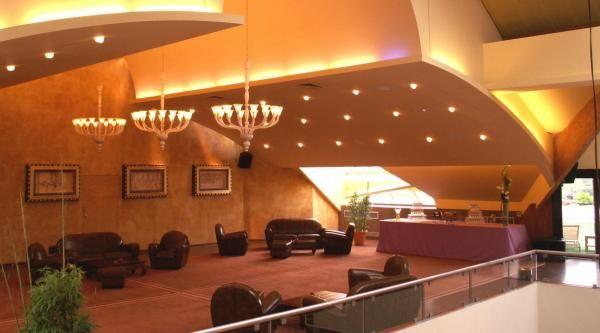 Salons - Les Pyramides Mezzanine