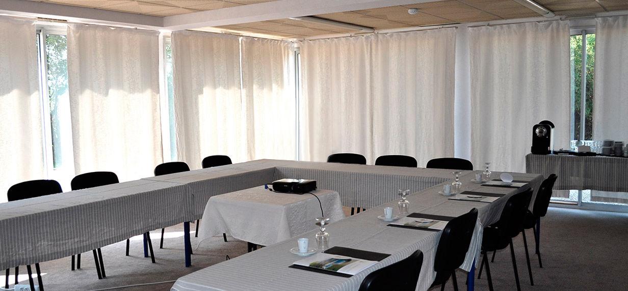 Hôtel Restaurant Les Oliviers *** Salle de séminaire