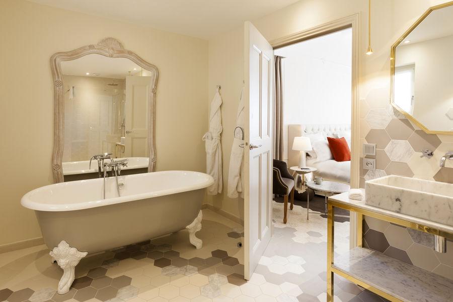 Le Mas Des Herbes Blanches Relais & Châteaux ***** Salle de bain