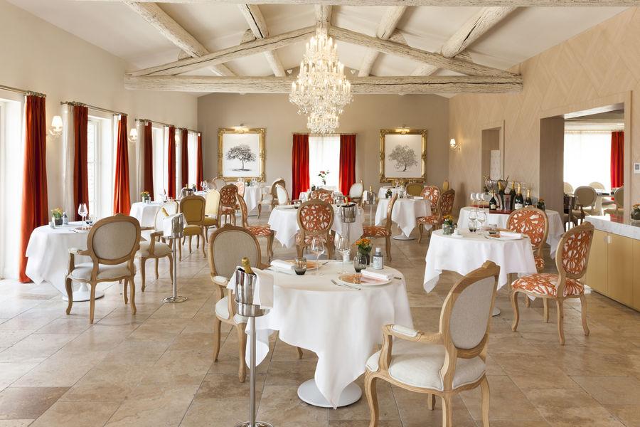 Le Mas Des Herbes Blanches Relais & Châteaux ***** Restaurant