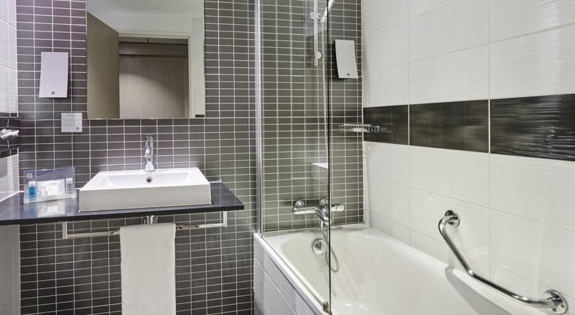 Holiday Inn Toulon City Centre **** 5