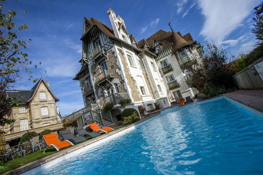 Augeval Hôtel Deauville *** Piscine