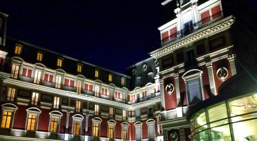 Hôtel du Palais ***** 8