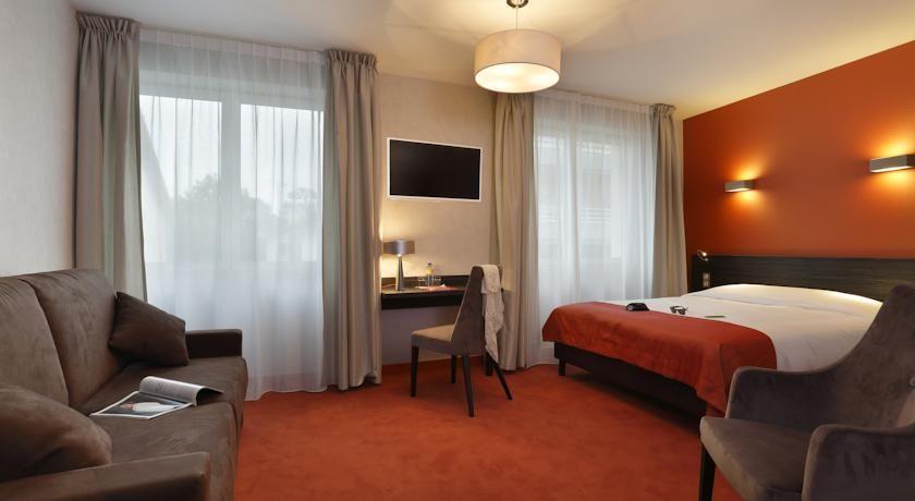 Inter-Hôtel Les Thermes de l'Avenue 4