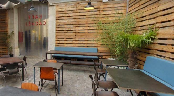 Le Café Caché Cour extérieure