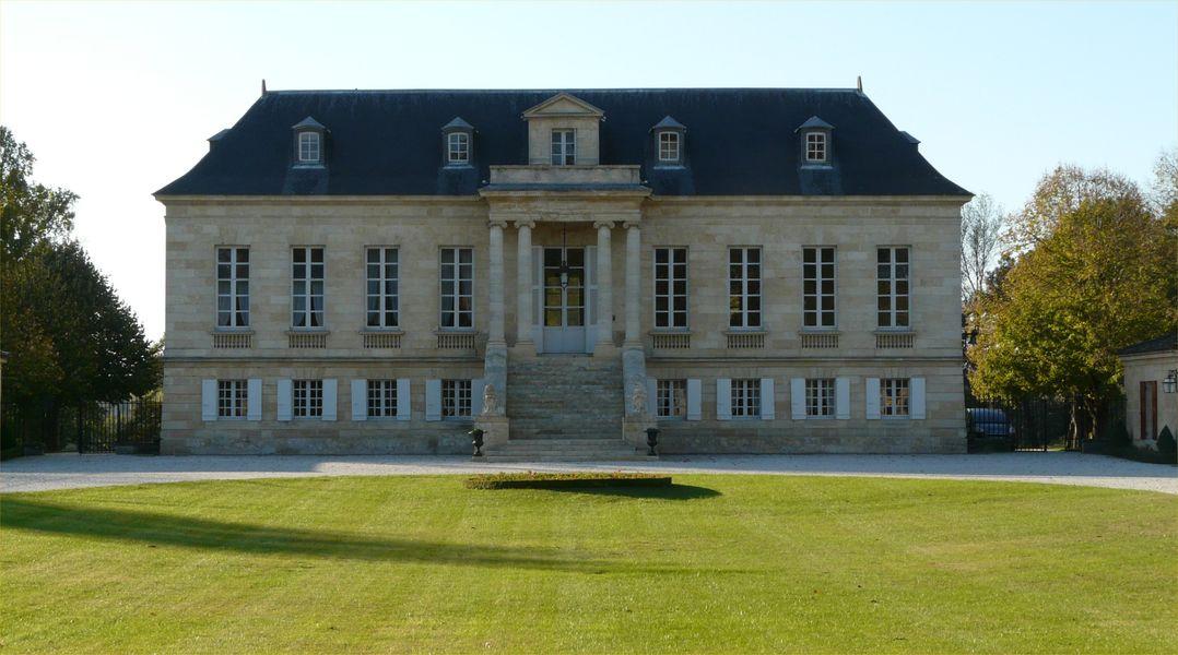 Château la Louvière Extérieur