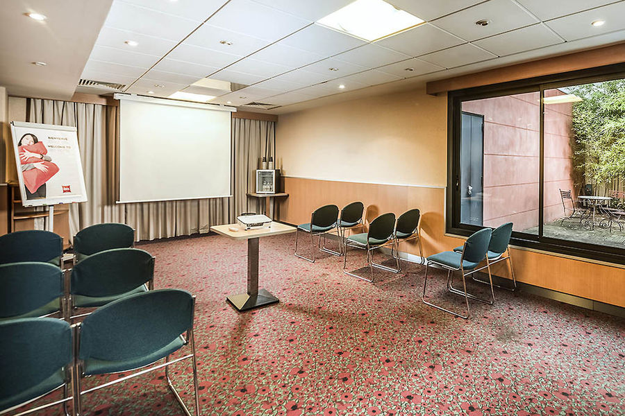 ibis Cannes Mandelieu *** Salle de séminaire