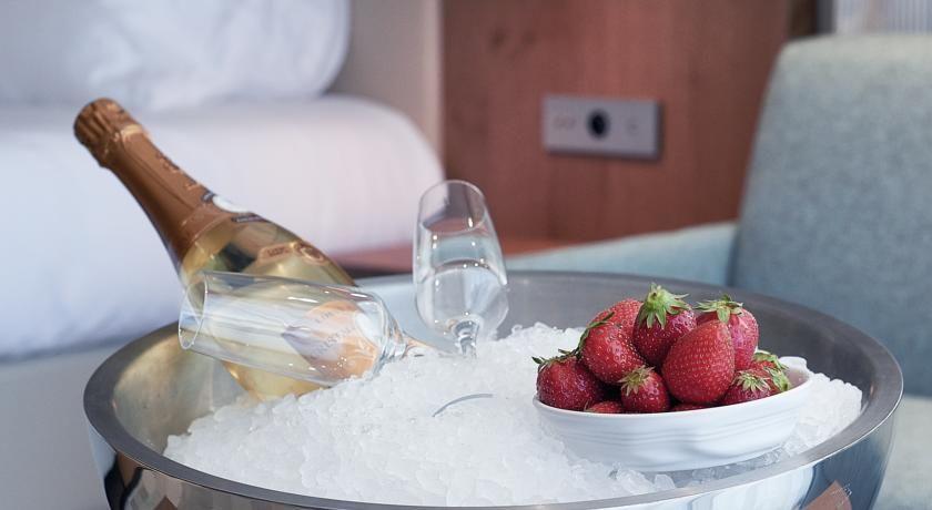 Kube Hotel Saint Tropez * * * * * 37