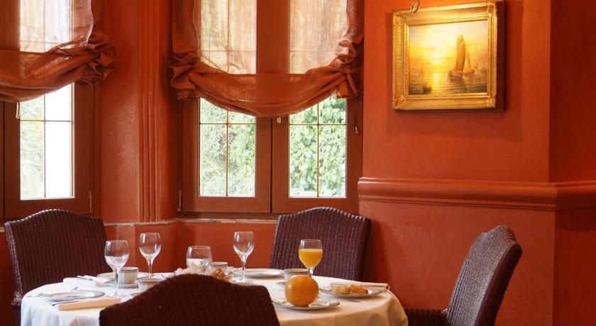 Hotel Chateau de la Tour **** 31