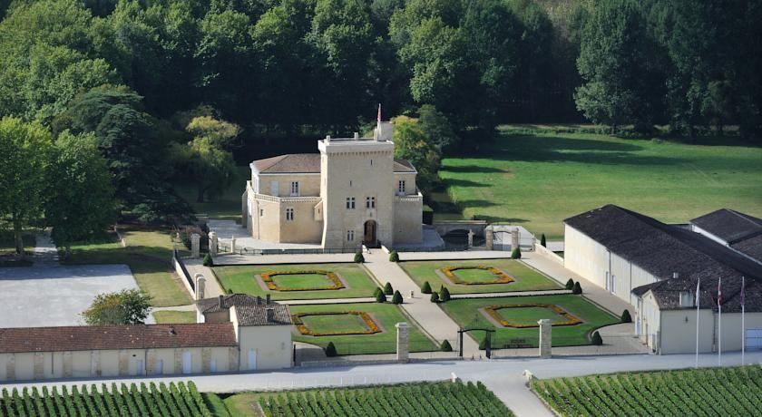 Château La Tour Carnet 1