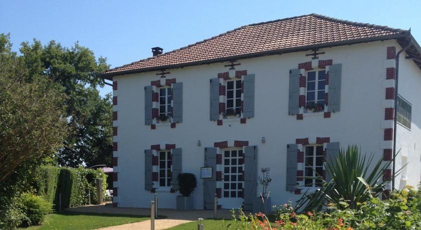 Hôtellerie La Petite Couronne *** 21