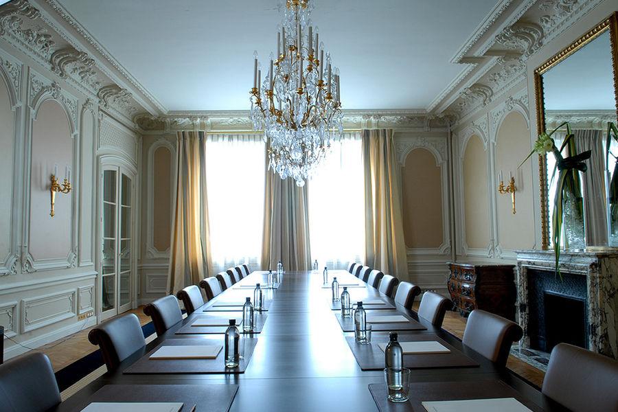 Académie Diplomatique Internationale Salon 1