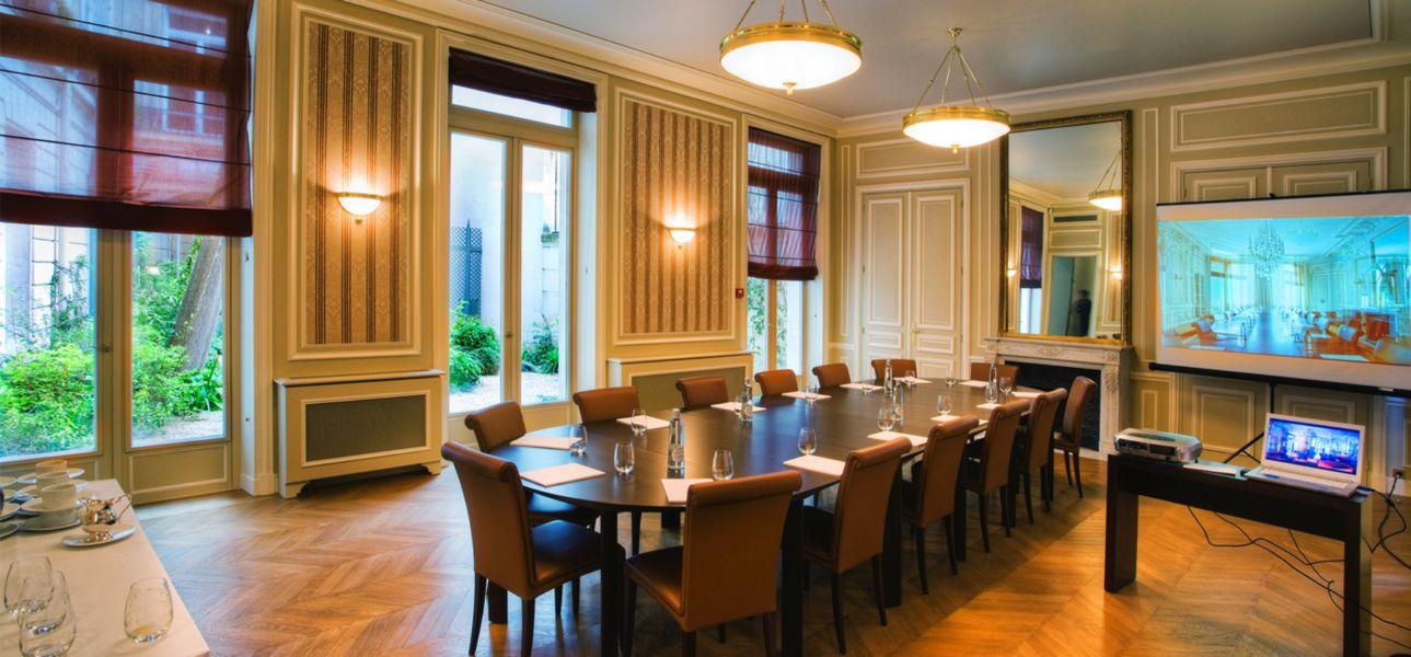 Académie Diplomatique Internationale Salon 3