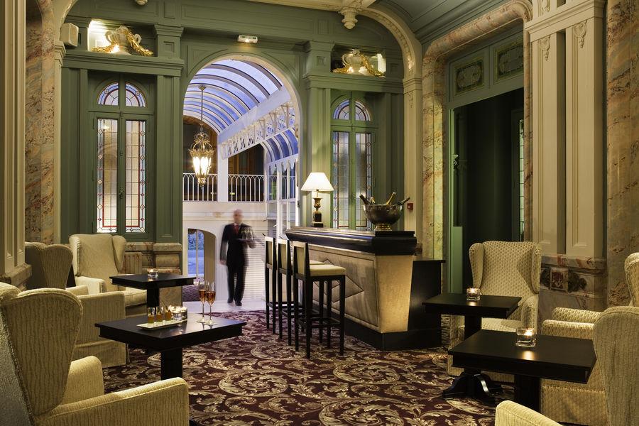 Grand Barrail Château Hôtel et SPA ***** Bar
