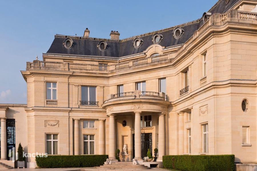 Tiara Château Hôtel Mont Royal ***** Façade
