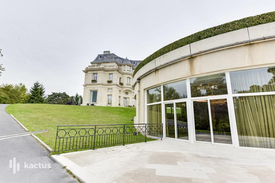 Tiara Château Hôtel Mont Royal ***** Terrasse salle de séminaire