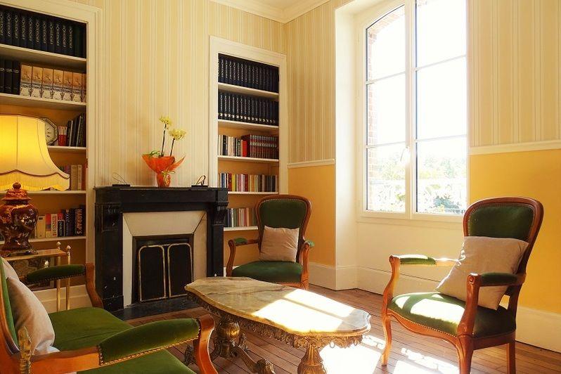 Domaine de la Louvetière Le salon-bibliothèque