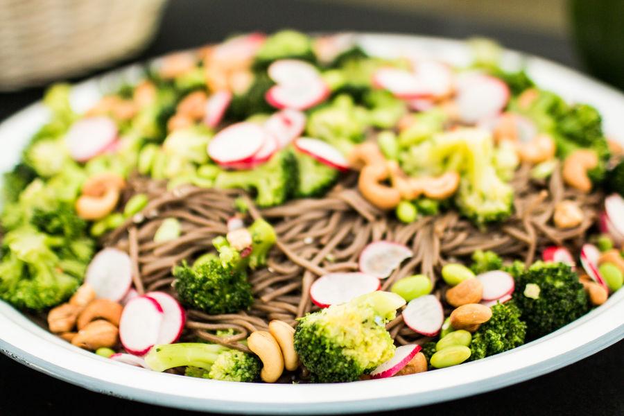À la Folie salade Soba _ brocolis _ edamamés _ radis _ noix de cajou