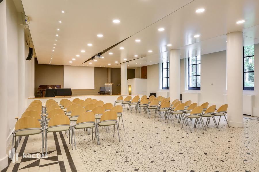 Cloître ouvert Salle de séminaire