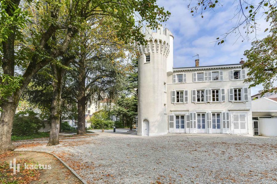 Château de Montchat Façade