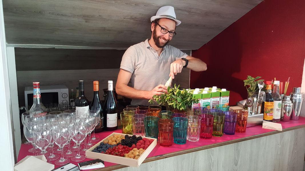 Villa Lemons  Atelier Mojito dans l'espace bar de la Cabane