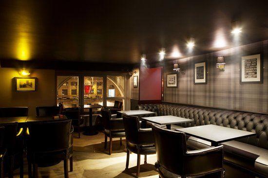 Pub Saint Michel Salon, étage supérieur