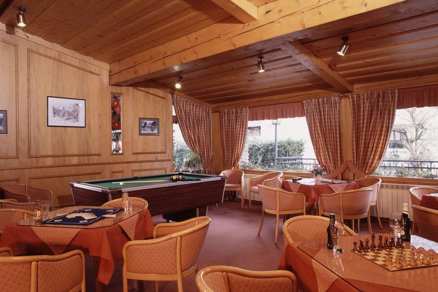 Hôtel Neige et Roc Samoëns **** salon jeux, billiard